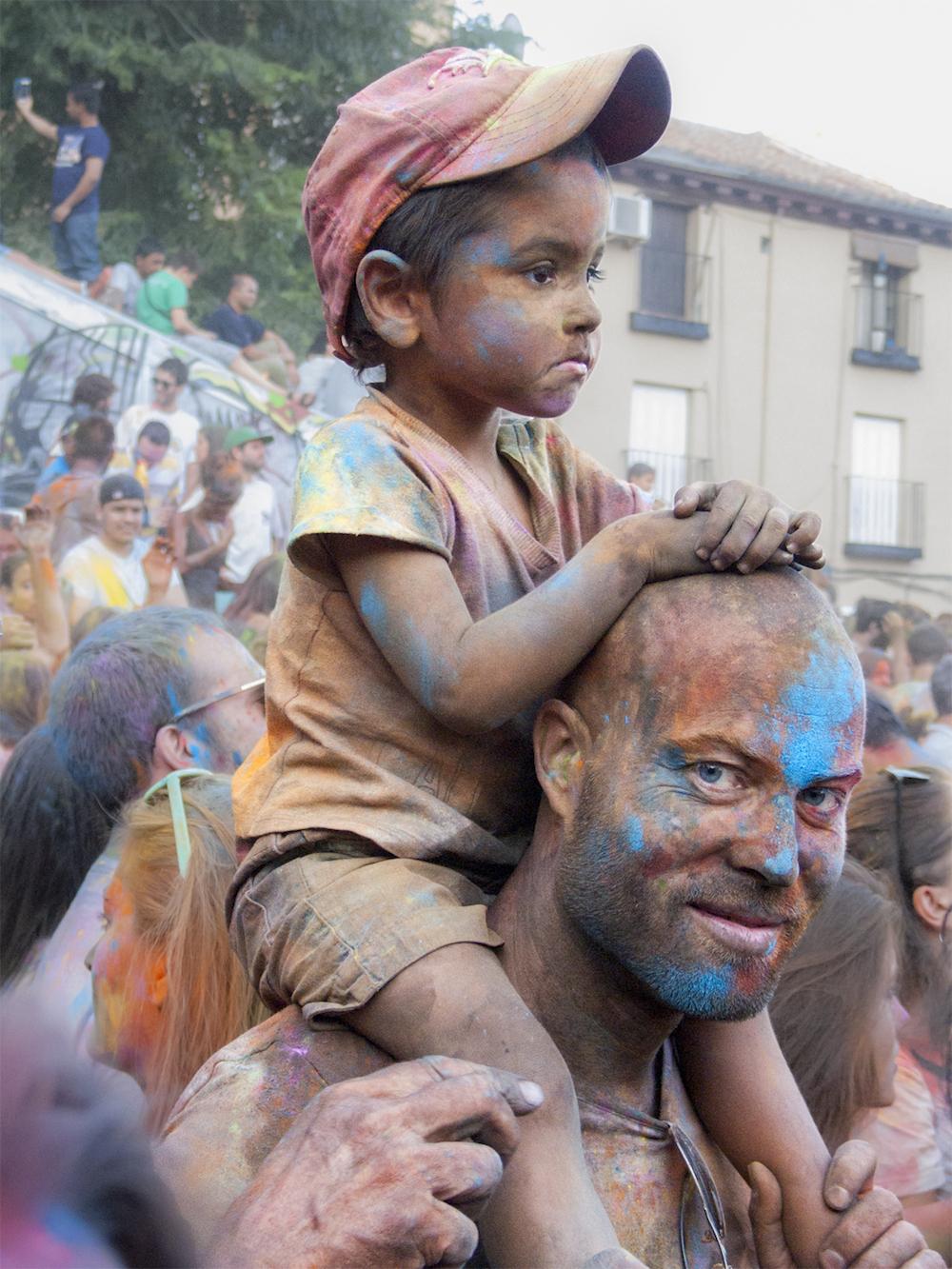 HOLI 3 | Iurgi Inda (Arrasate). Madrilgo Lavapies auzoan, Holi berdintasunaren aldeko festa koloretsuan.