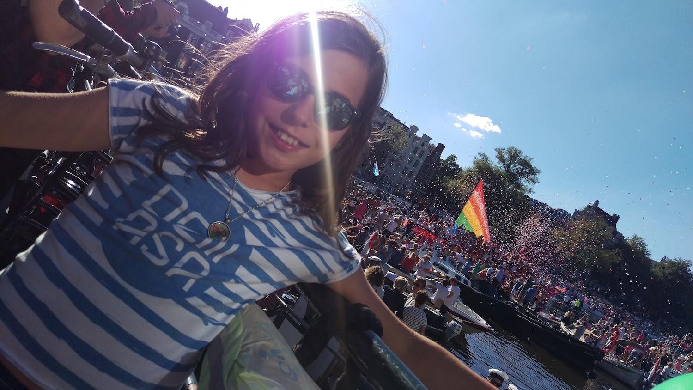 AMSTERDAM - Amaia Agirre (Bergara). Euro Pride desfilea, nere alaba Ane Mujika, DEMASAko kamisetarekin.