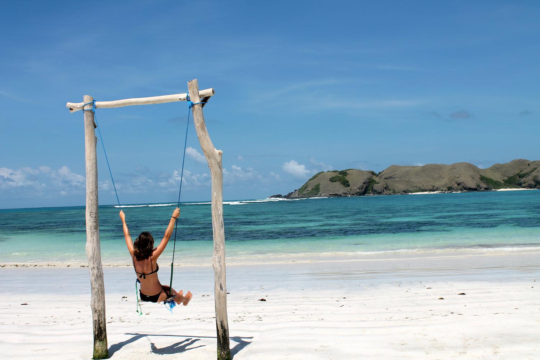 INDONESIA - Mireia Agirre (Oñati). Kuta Lombok irlako hondartza paregabean tilin-talan.