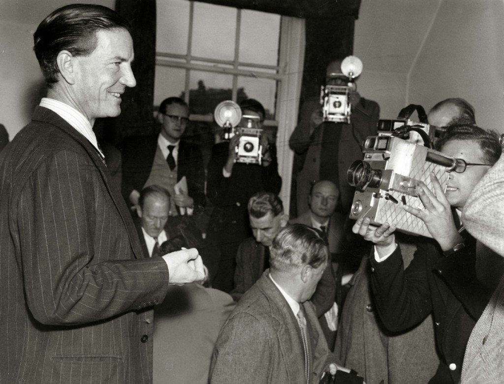 """Crime Espionage. pic: circa 1955. Kim Philby pictured in London at a press conference, where he denied he was the infamous """"third man"""" who tipped off British spies Burgess and McLean as they were about to be arrested. Harold """"Kim"""" Philby defected to the"""