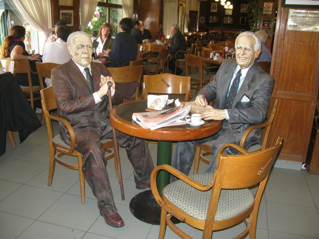 Jore Luis Borges eta Adolfo Bioy Casares La Biela kafetegian.